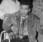 Photo par Elie Kagan d'un Algérien blessé à l'hôpital de Nanterre, le 17 octobre 1961.