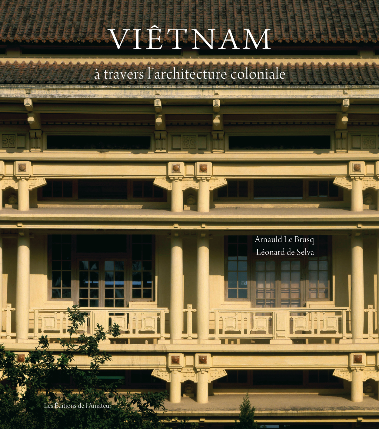 Couverture de Viêtnam, à travers l'architecture coloniale