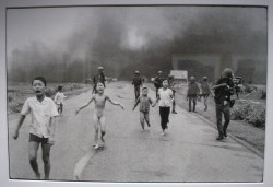 Photo de Kim Phuc par Nick Ut sur la route de Trang Bang le 8 juin 1972