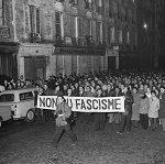 Manifestation du 8 février 1962 contre la guerre d'Algérie et contre l'OAS, ayant causé la mort de neuf manifestants au métro Charonne suite à la répression policière.