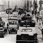 Chars américains et soviétiques face à face à Checkpoint Charlie le 25 octobre 1961