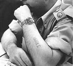 Bras de Michael Goldman tatoué du chiffre 161135